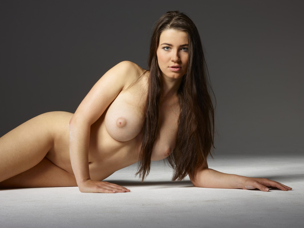 Телка с пышной грудью 2 фотография