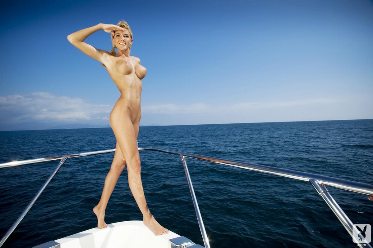 Яхты голые девушки
