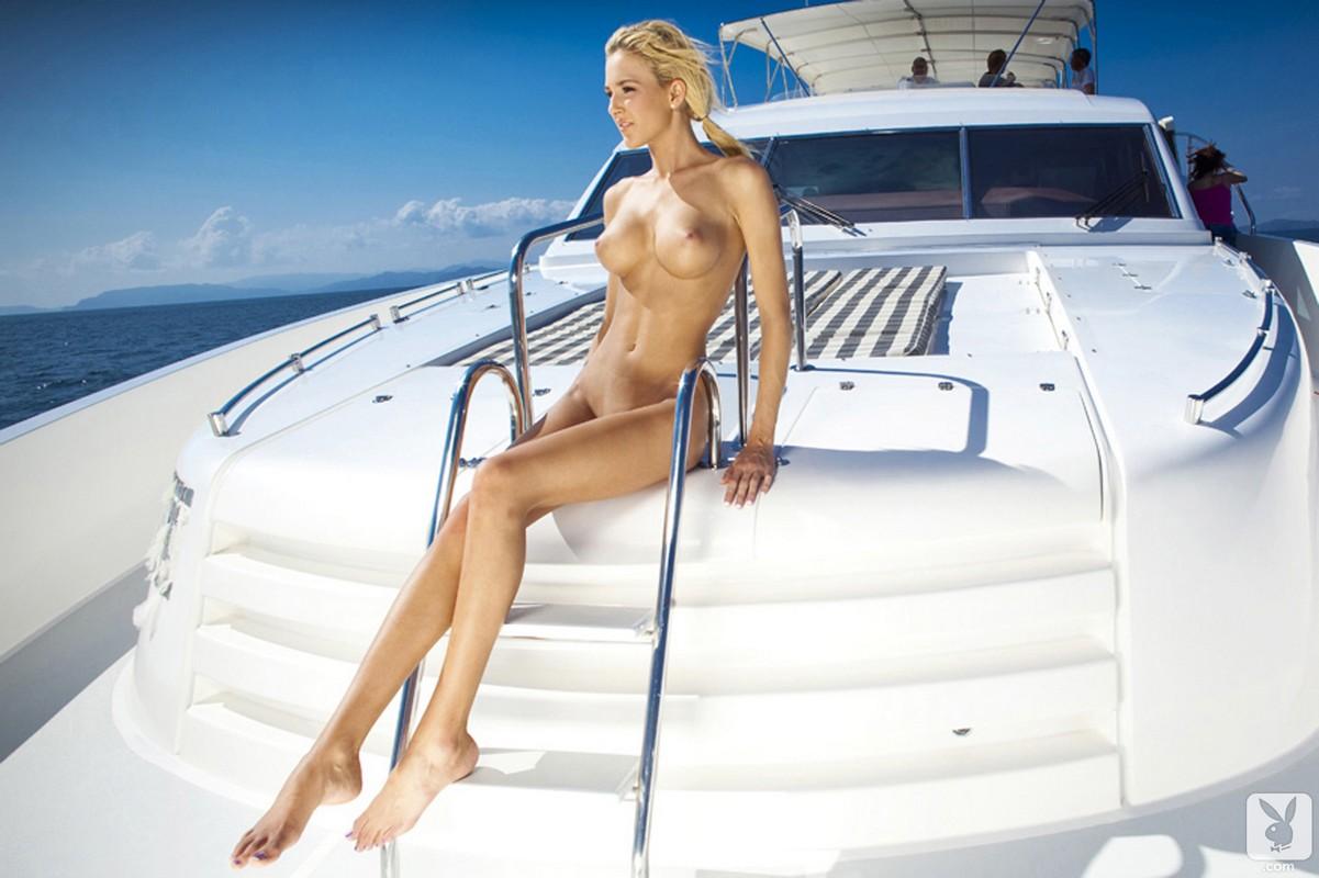Секс на катере блондинкой 23 фотография