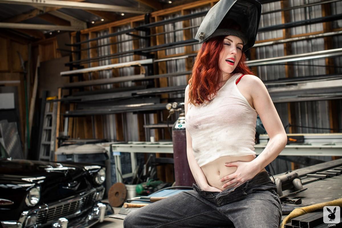 Рыжая девушка механик порно 8 фотография