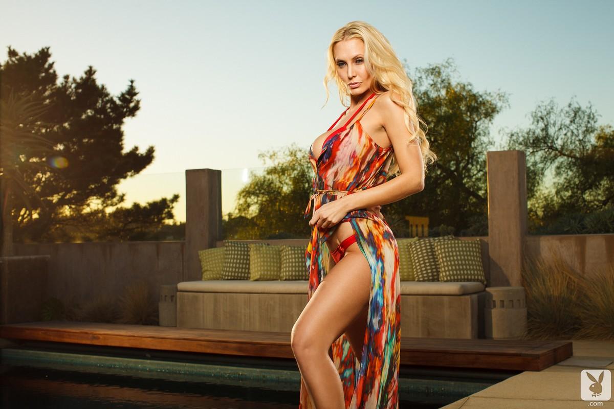 Фото блондинки с шикарной фигурой 7 фотография