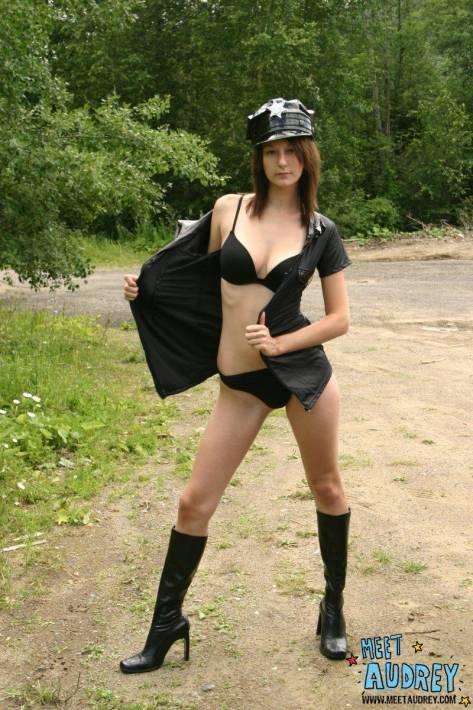 Сиськи мастурбация фото голые милиционерши фото порно