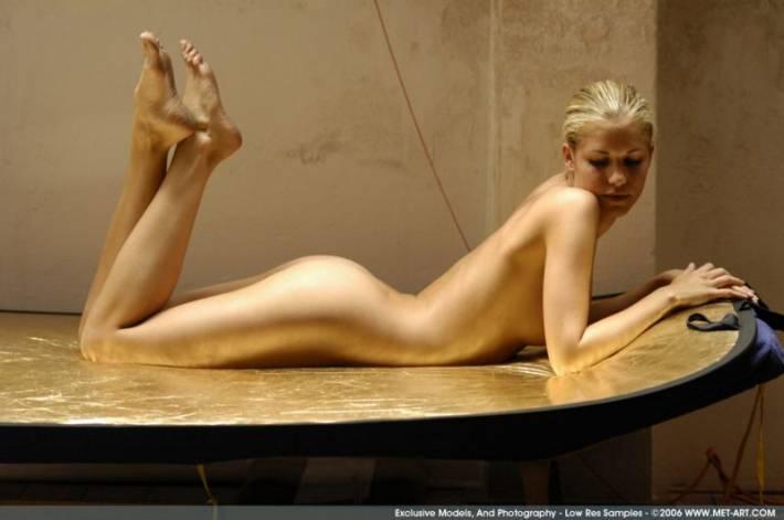 девушки с голыми ногами фото