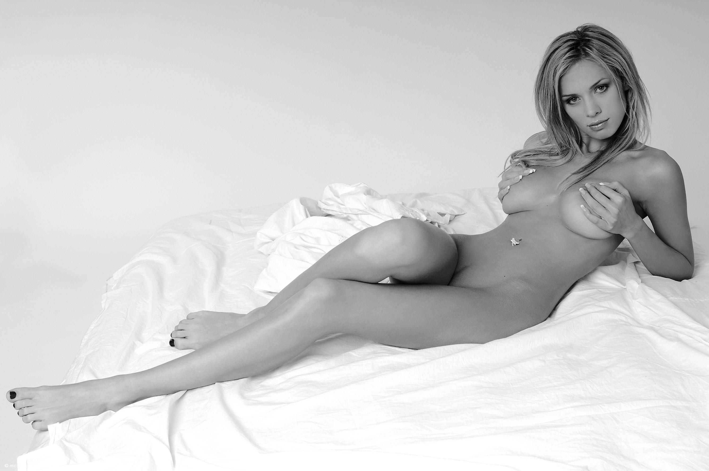 Черно белое фото голых девушек бесплатно 1 фотография