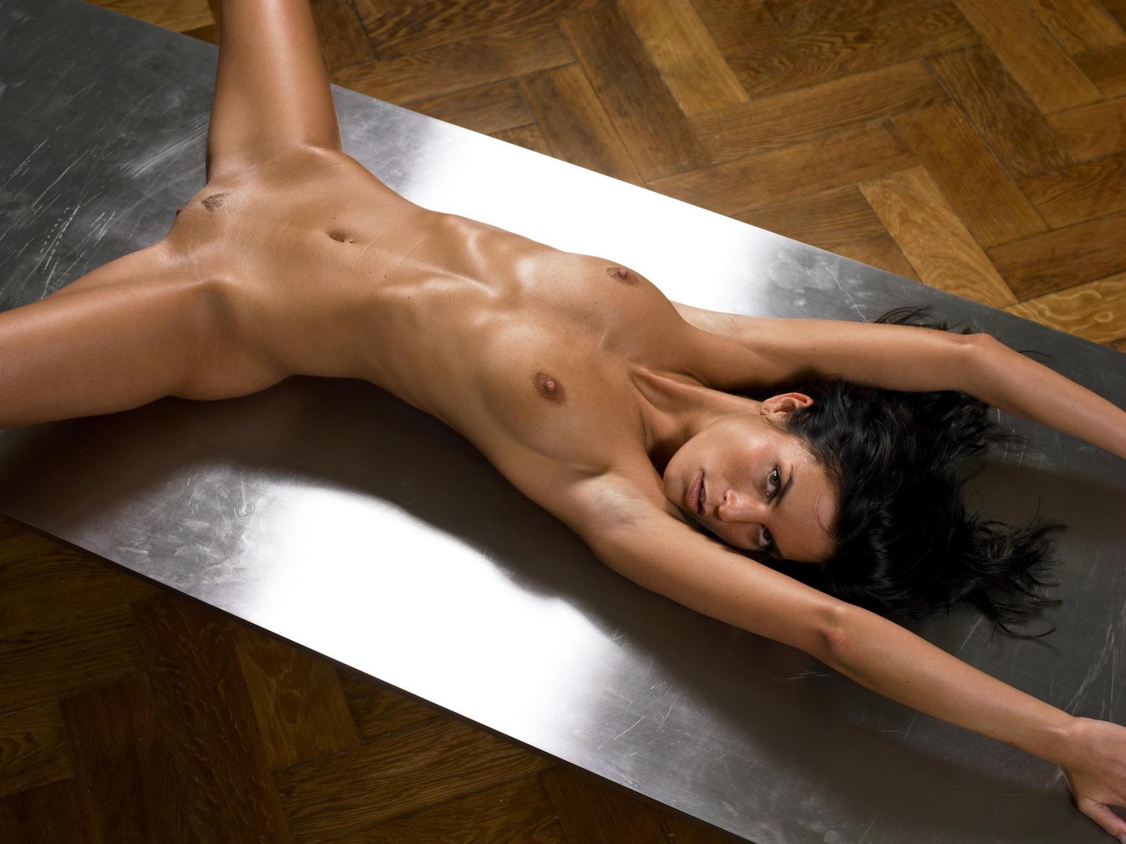 Эротические фото девушек голых на столе 16 фотография