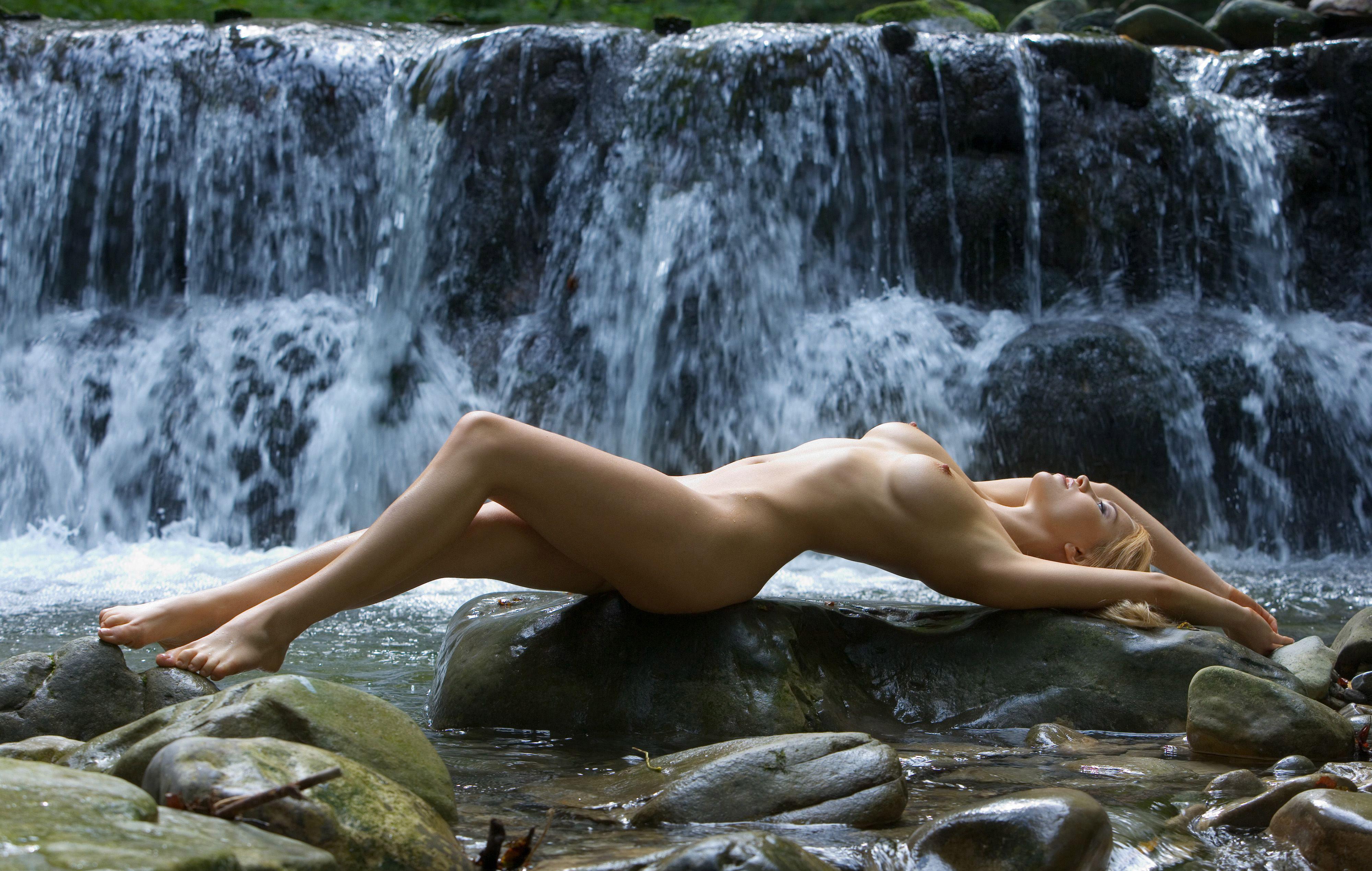 Эротика на фоне пейзажей 8 фотография