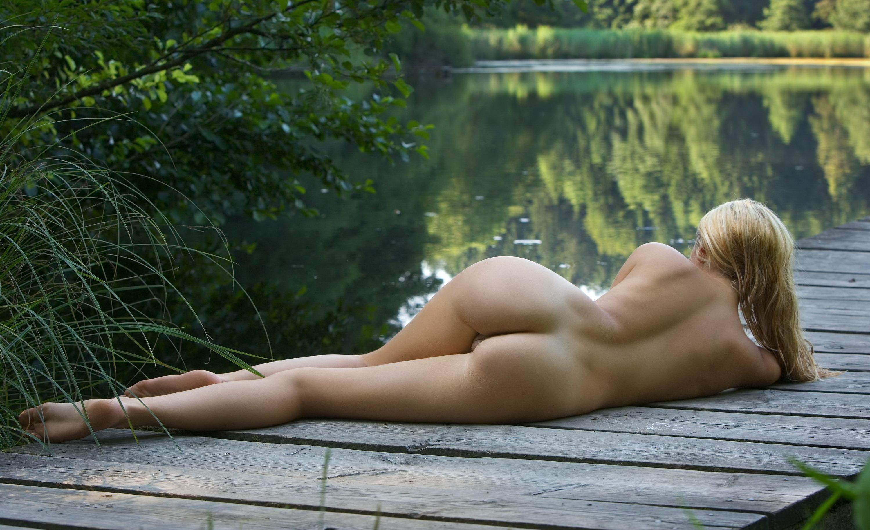 Nude woman foto hentia pic