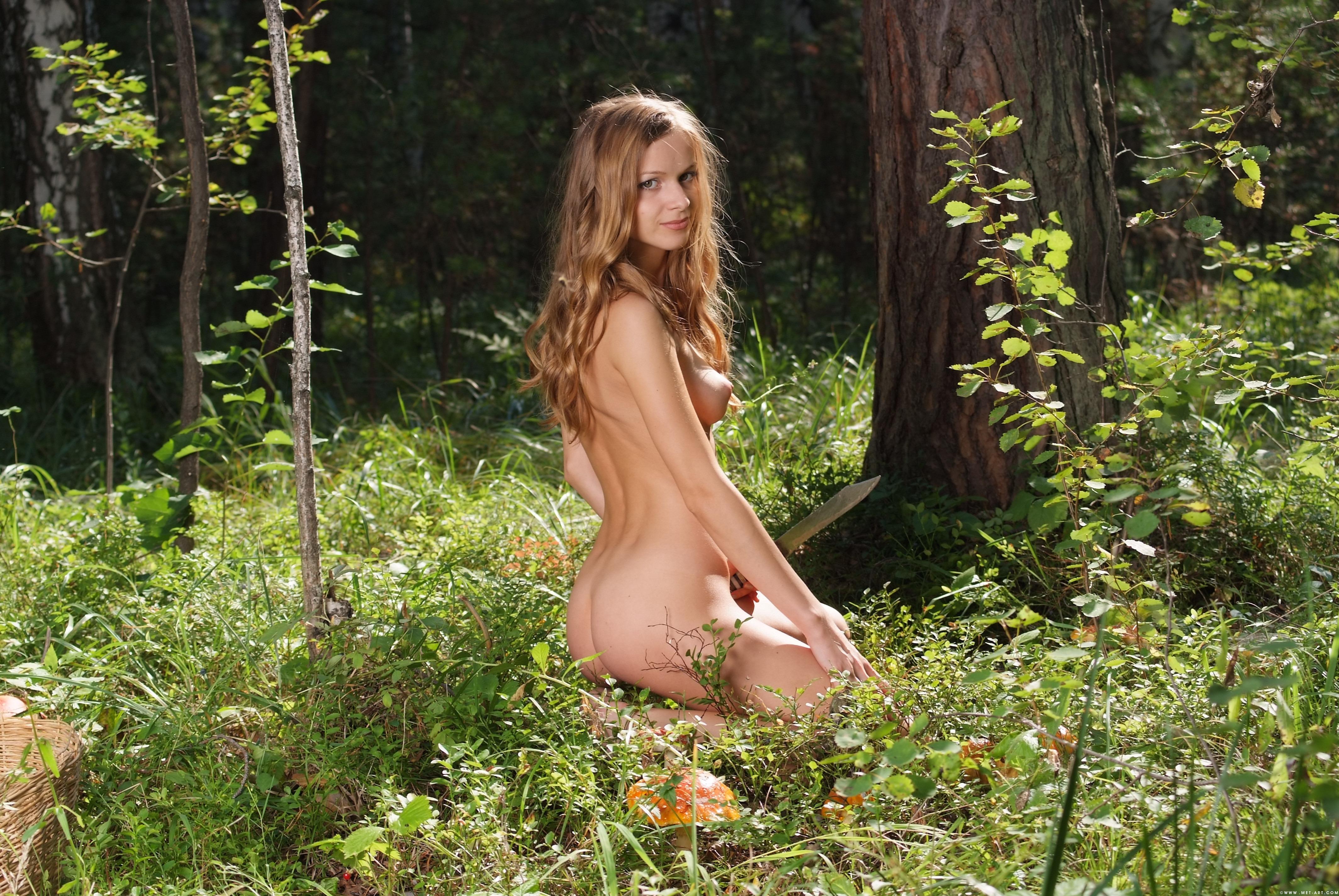 фото голых девушек в лесу