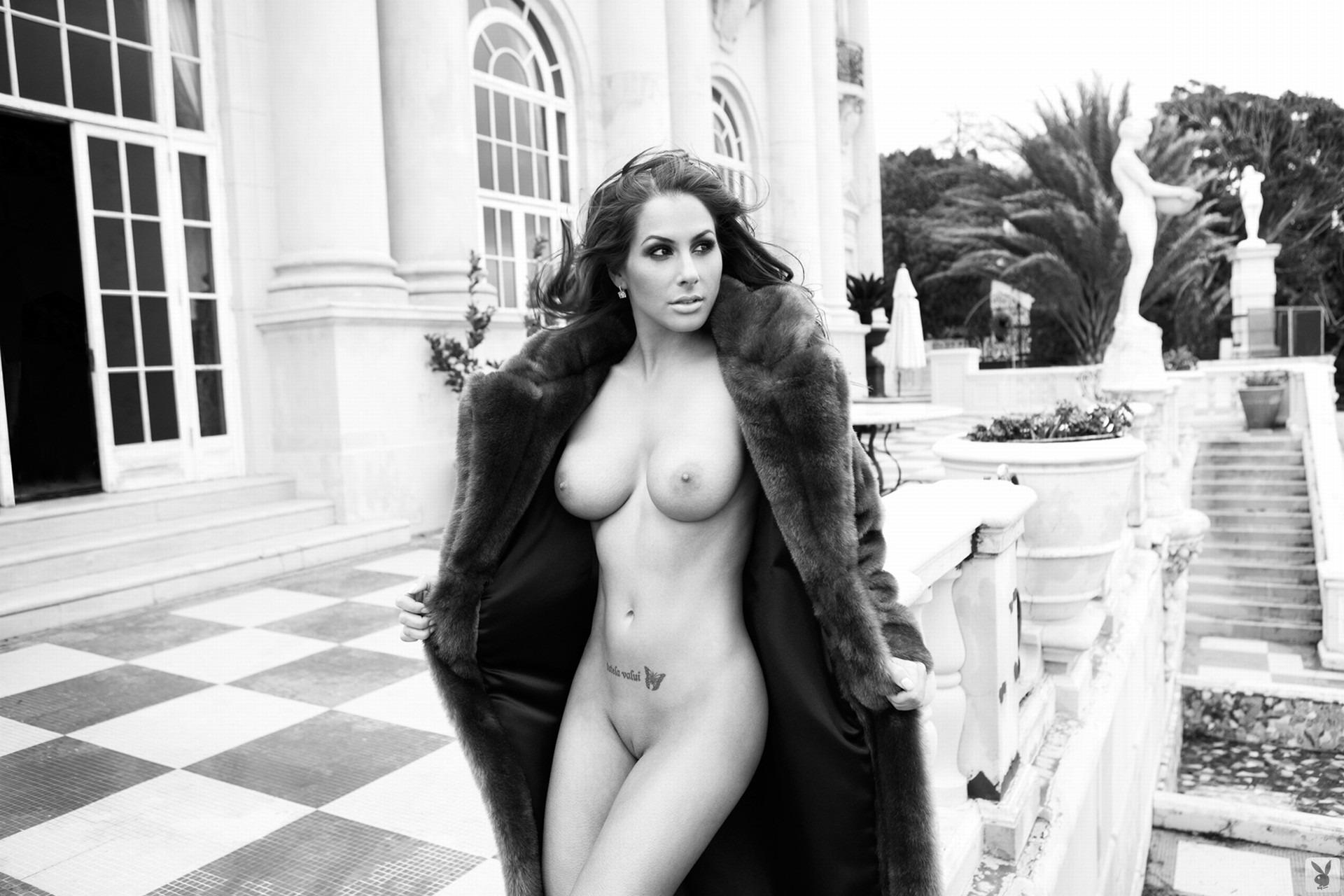 Сексуальная девушка в шубе 15 фотография