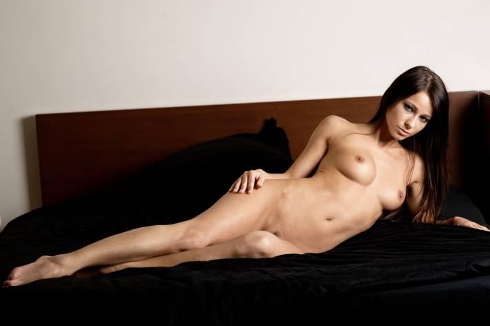 erotika-golie-devushki-fotografii