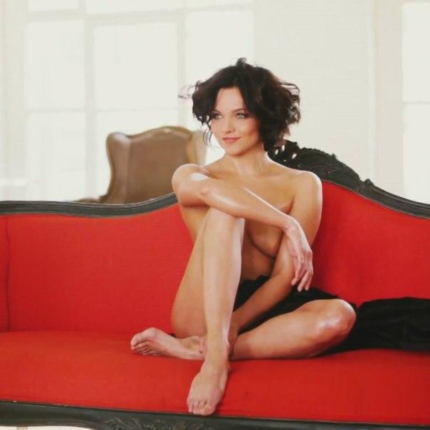 Голая Лиза Арзамасова в эротичеcких фотосессиях и на сцене