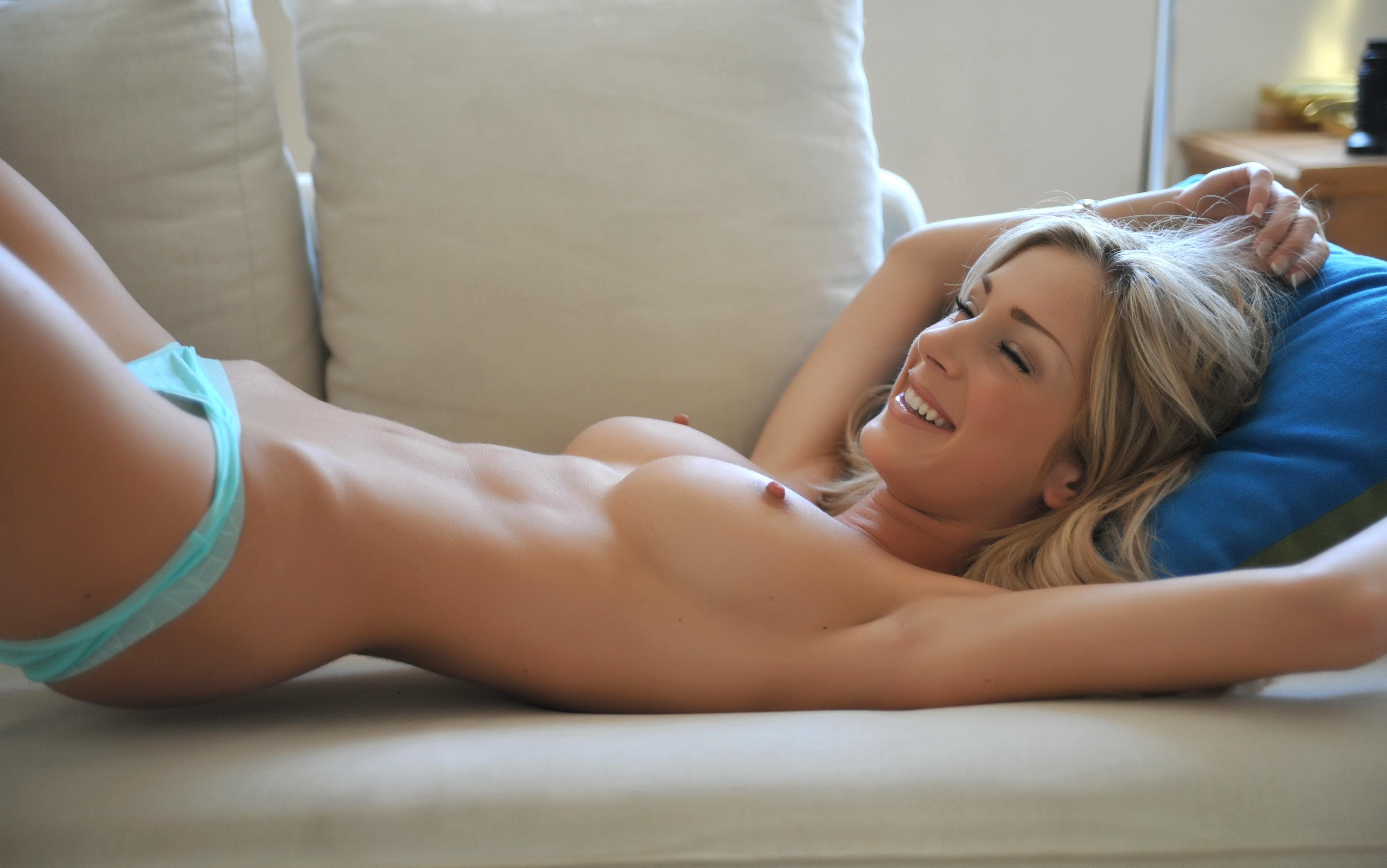 Эротические трусики и сиськи 15 фотография
