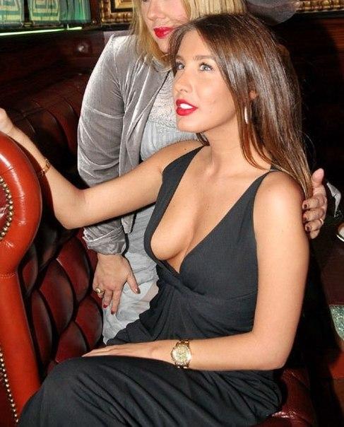 Девушка с потрясной натуральной грудью, голая Кэти Топурия. . Фото голой К