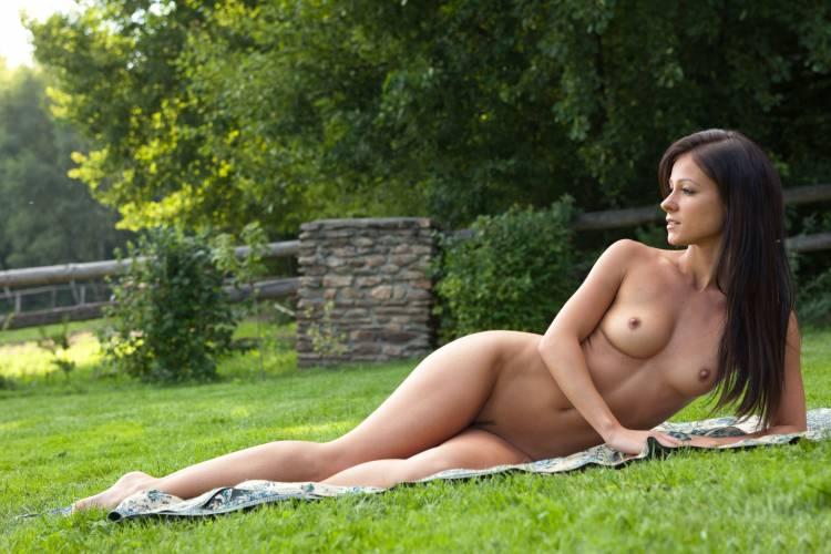 Голые девушки бесплатные сайты фото 91150 фотография