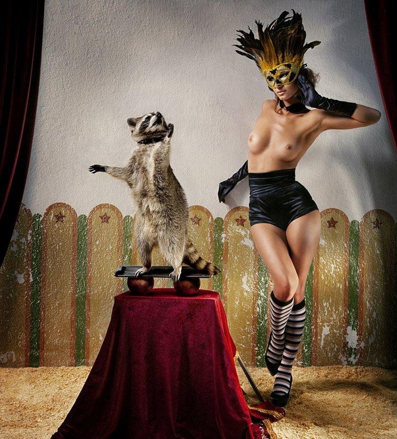 Эротически в цирке