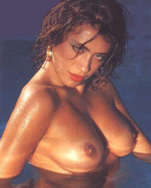 beautiful voluptuous nude women