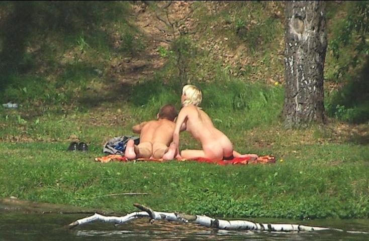 ГОЛЫЕ В ВАННОЙ Моются в ванне Подглядывание за голыми в