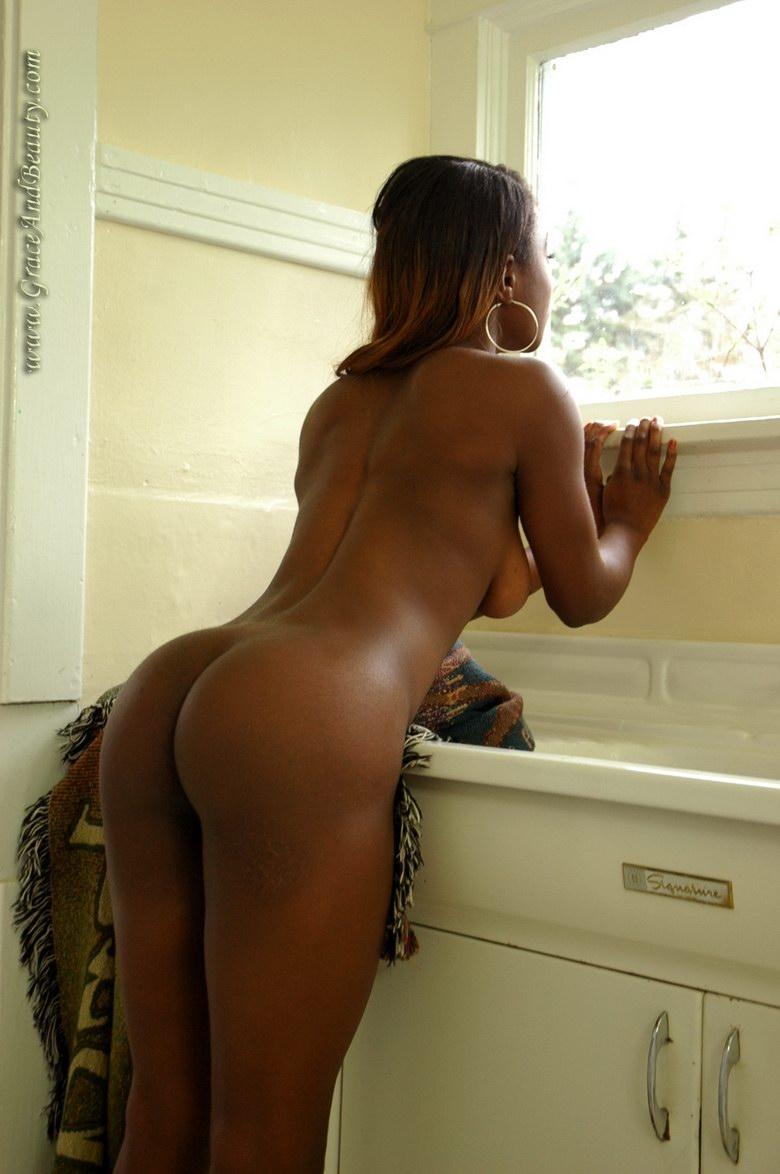 Негритянка на кухне