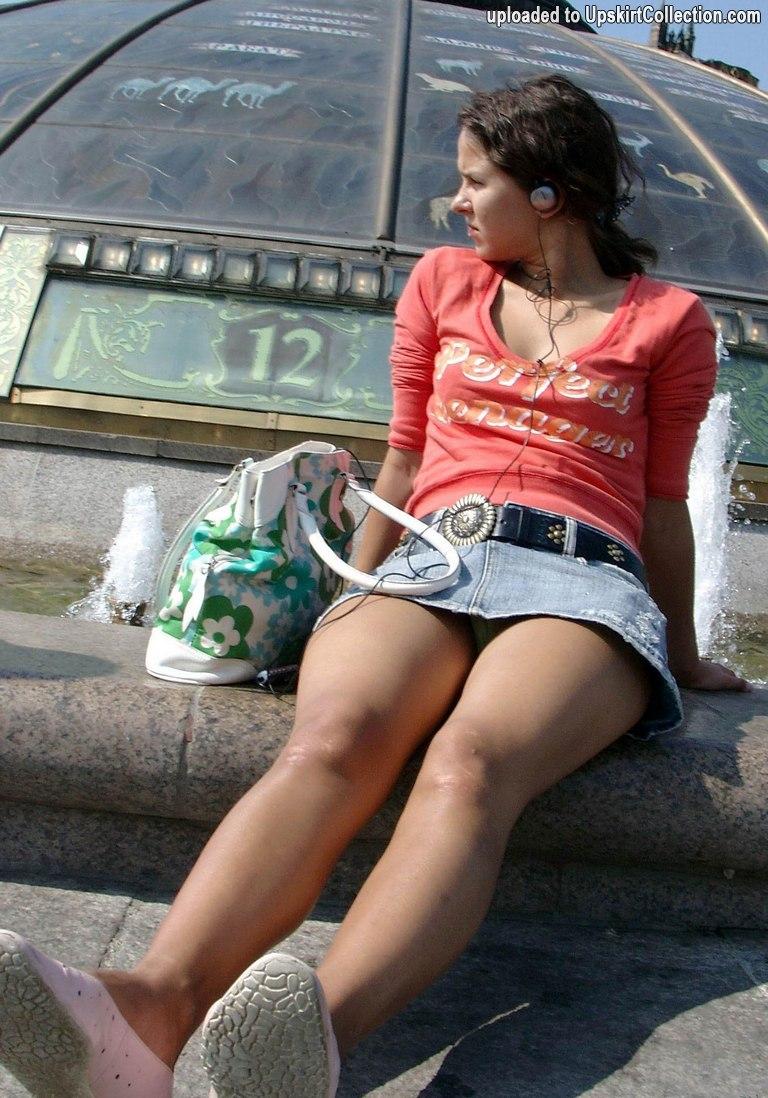 Фото девушек в коротких юбках и колготках 13 фотография