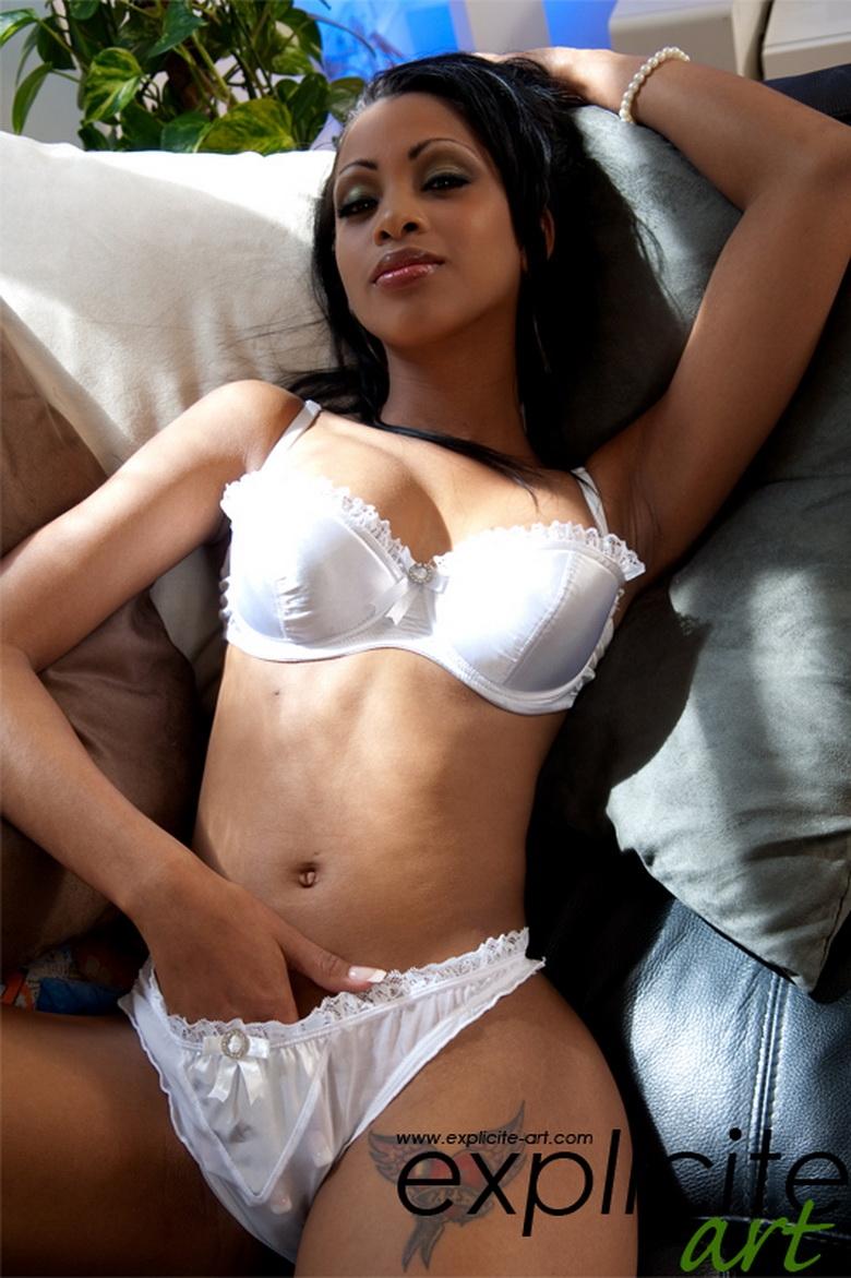 Порно негритянка в розовых трусиках фото 735-904