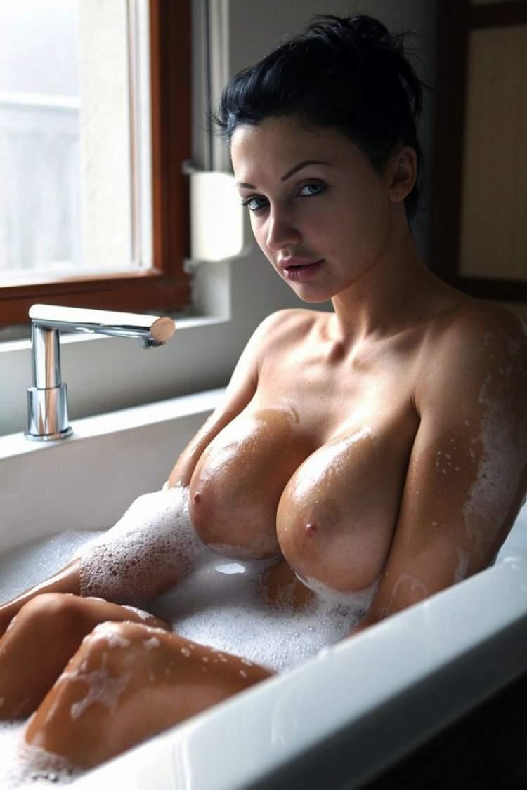 Секс в ванной с большими сиськами 15 фотография