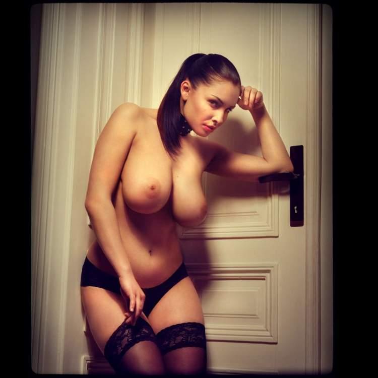 domashnee-porno-foto-nyu-devushek