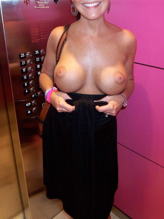 Эротика случай в лифте 5 фотография