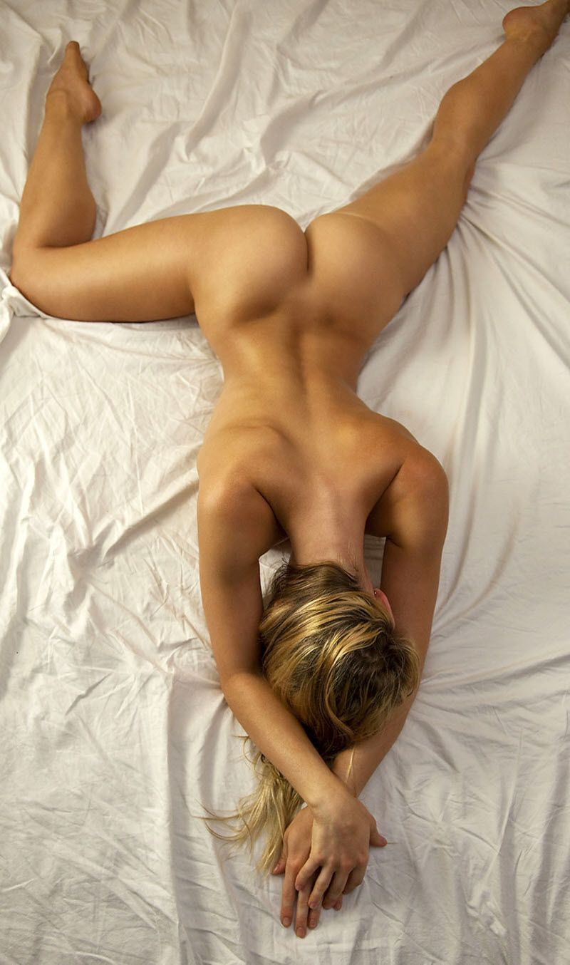 девушка голая ню на спине картинки-ов2