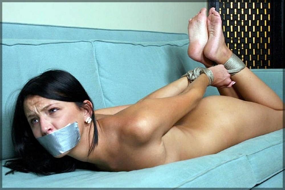 Связанные скотчем сексуальные давушки