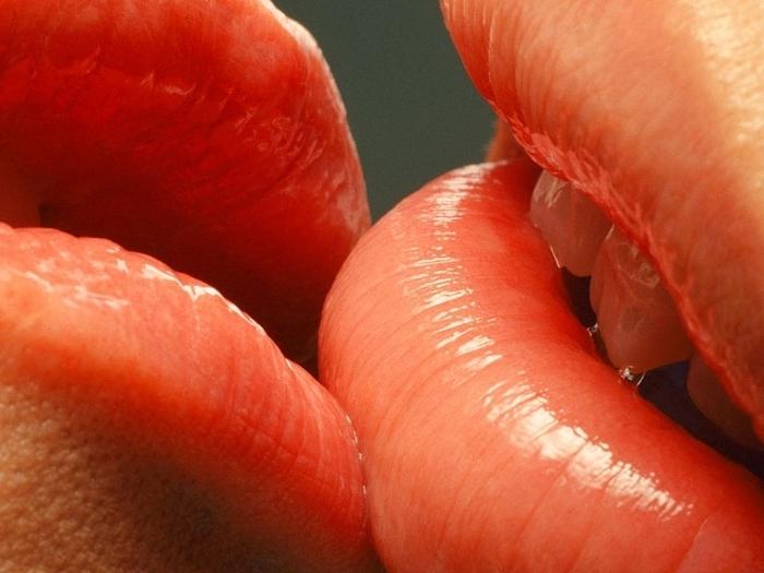 Фотографии страстных поцелуев