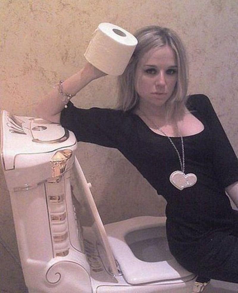 Секс с крайне красивой девушкой в туалете, фото эротика голых