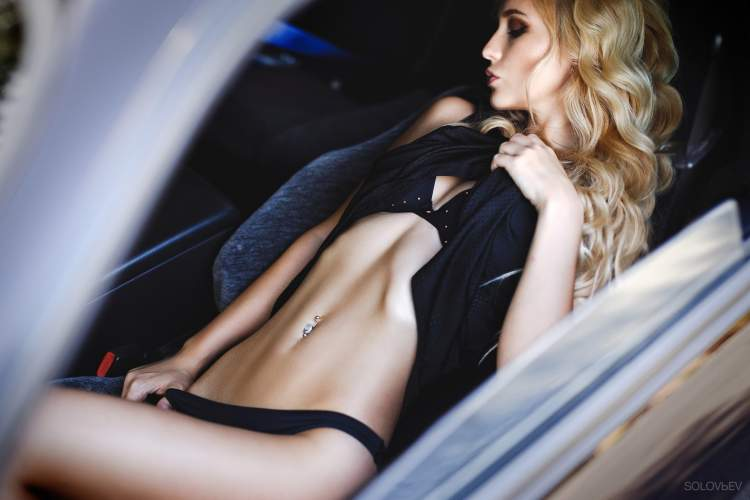 Обои Arishka Mironova, women, blonde, model, women with cars, belly, pierced navel, black lingerie, closed eyes на рабочий стол