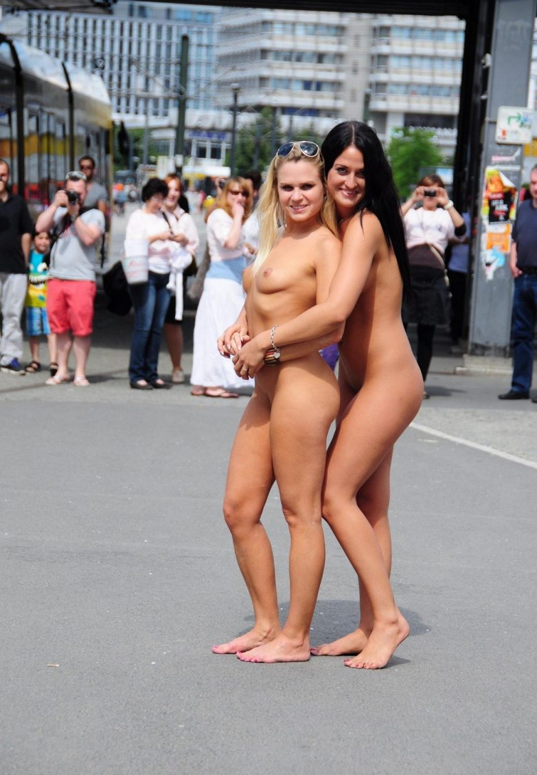 фото бесстыдных голых девок на публике