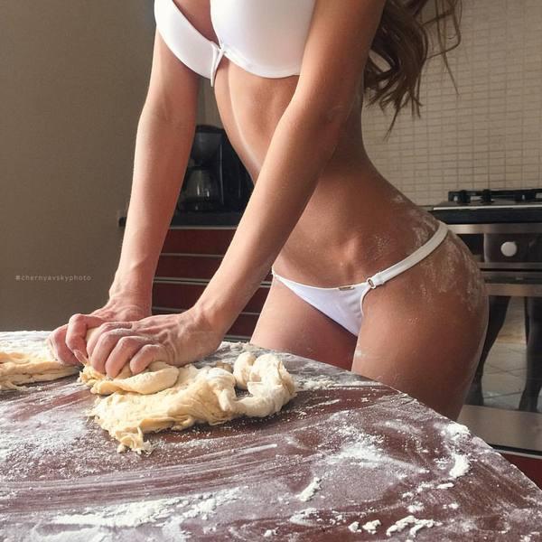 Эротичное приготовление ужина недодумалса
