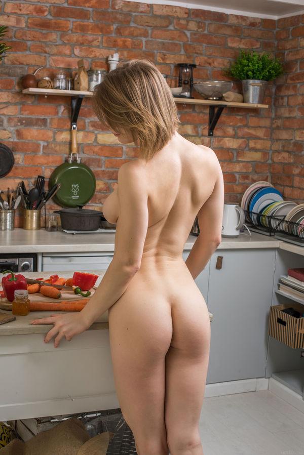 Фото голой кухни
