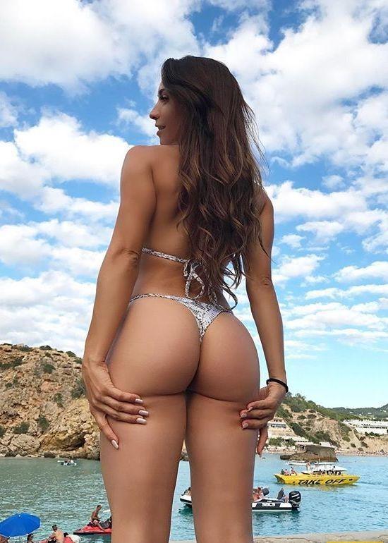 seksualnie-popki-v-bikini-foto