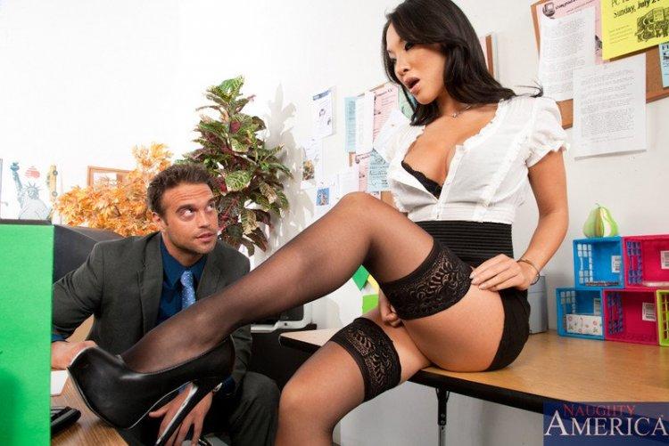 порно с асой акирой в роли секретарши