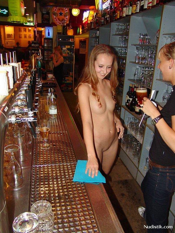 Фото голая официантка фото 660-219