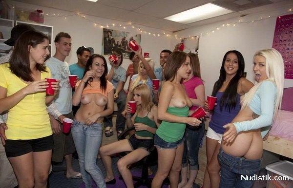 Студентки в бане  частное фото ню
