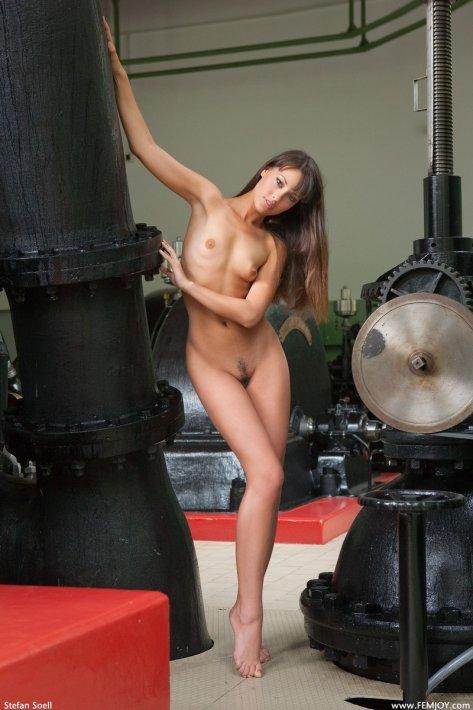 Смотреть эротику с ужасную на заводе, порно в транспорте япония онлайн