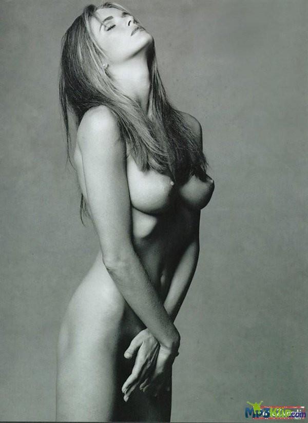 elle-macpherson-naked-photos-naked-female-drill-instructor