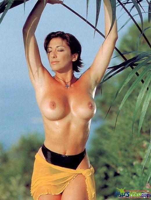 костюмный дресс-код порно фото итальянских актрис певиц девочки
