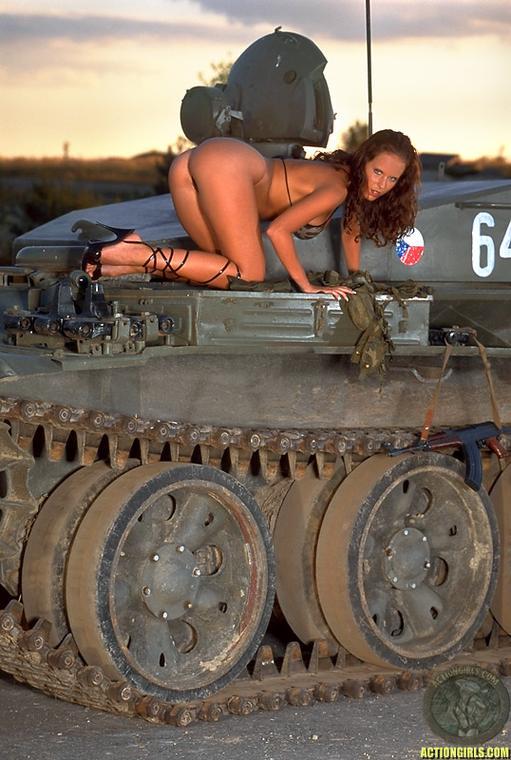 Зрелое секс фото на танке красивые кареглазые девушки
