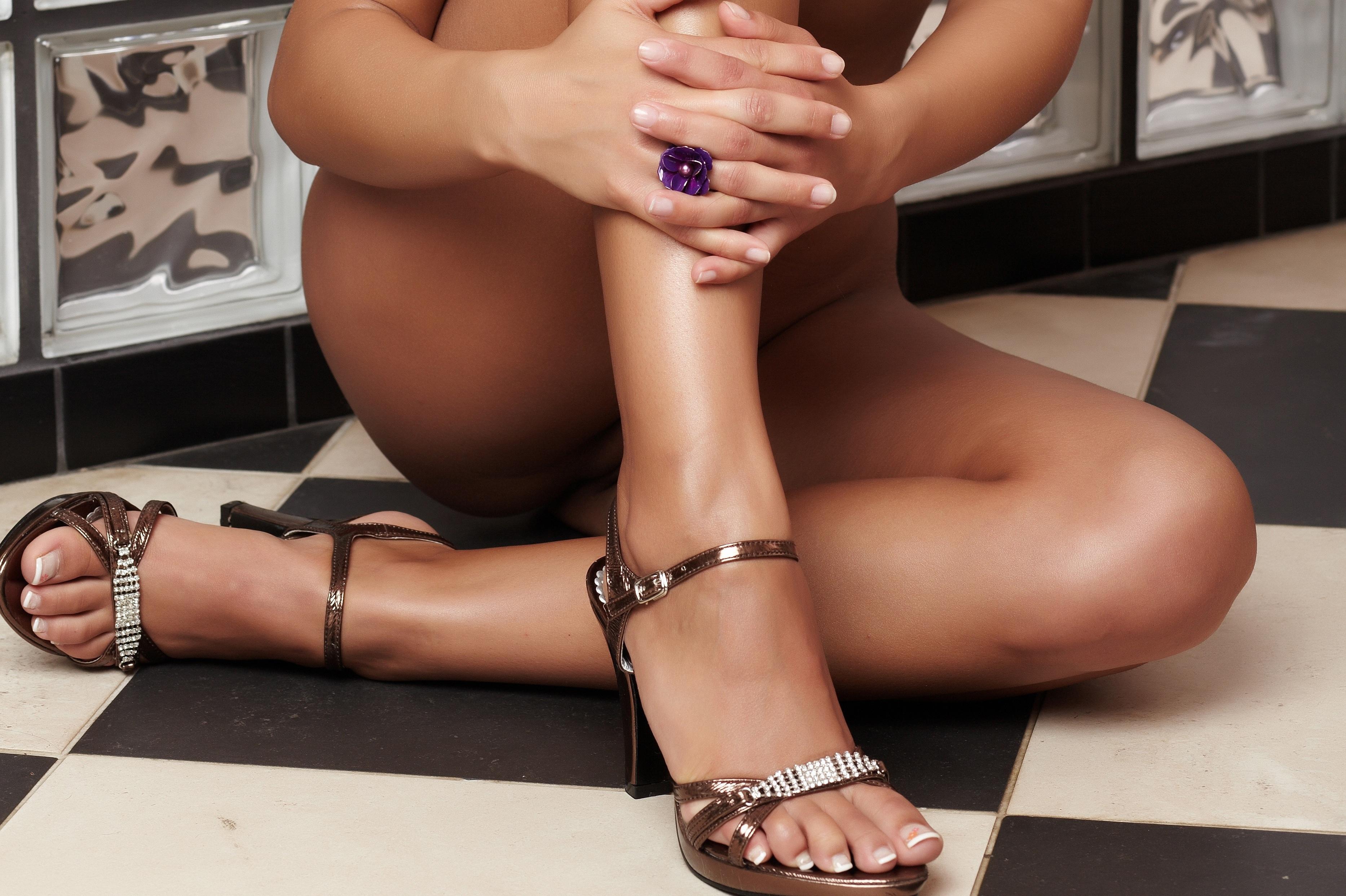 Фото категория сексуальные ножки, Голые ножки - красивые девушки с голыми ногами на фото 10 фотография