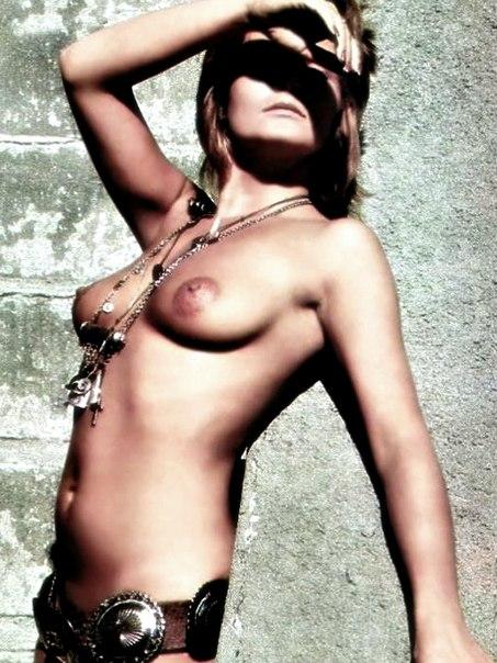 valerie-perrine-nude-sexy-naked-boobs-tight-slit