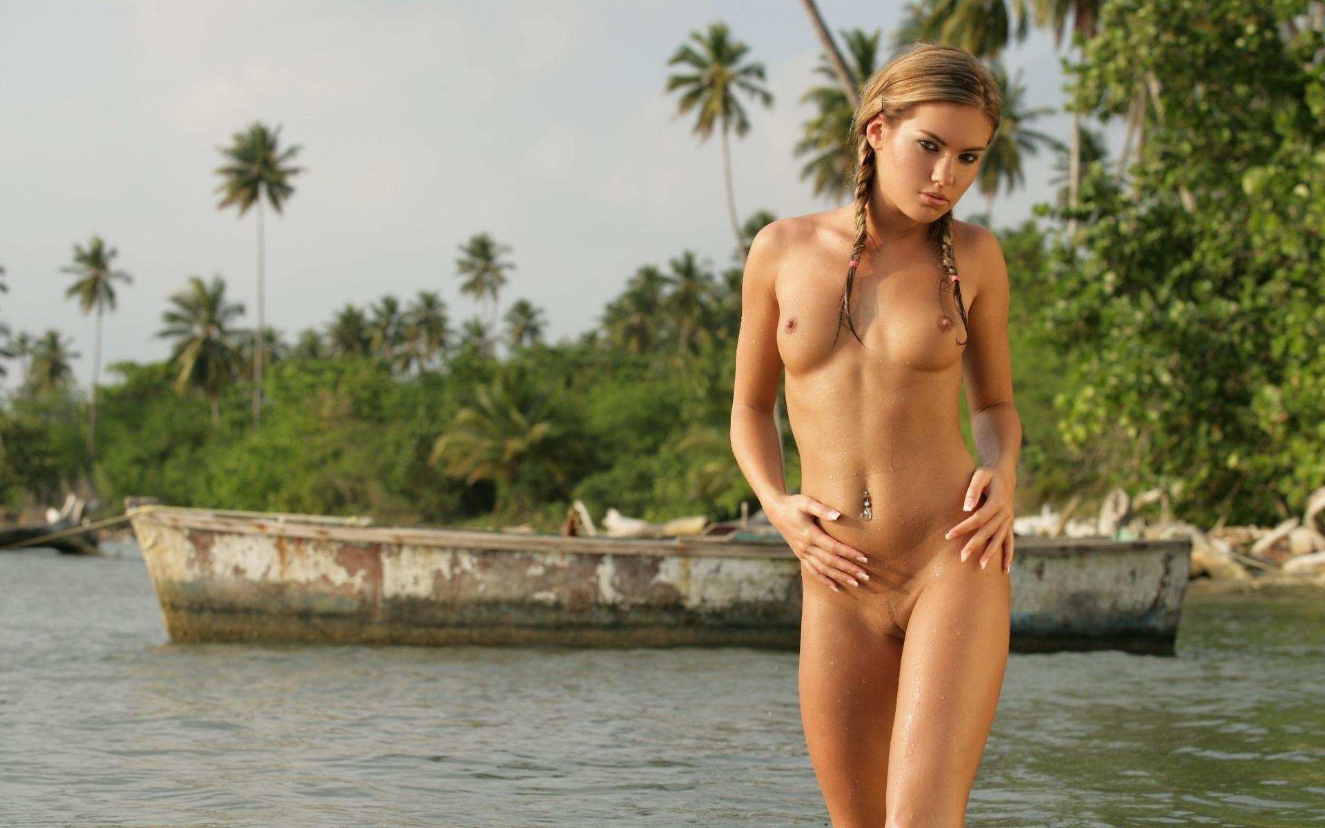 nude-girl-islander