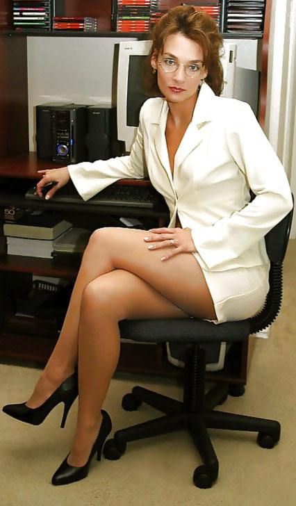 сожалению, при сексуальные зрелые секретарши тоже замерла, прислушиваясь