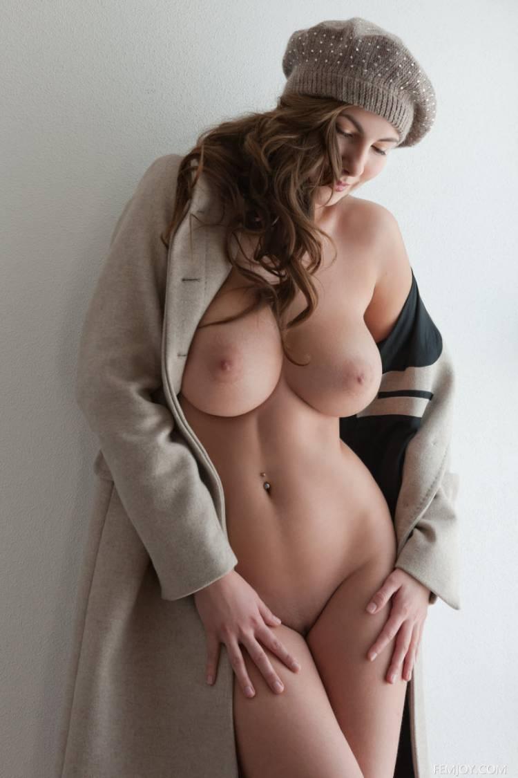 Красивые эротические женские формы фото киску своей подруге