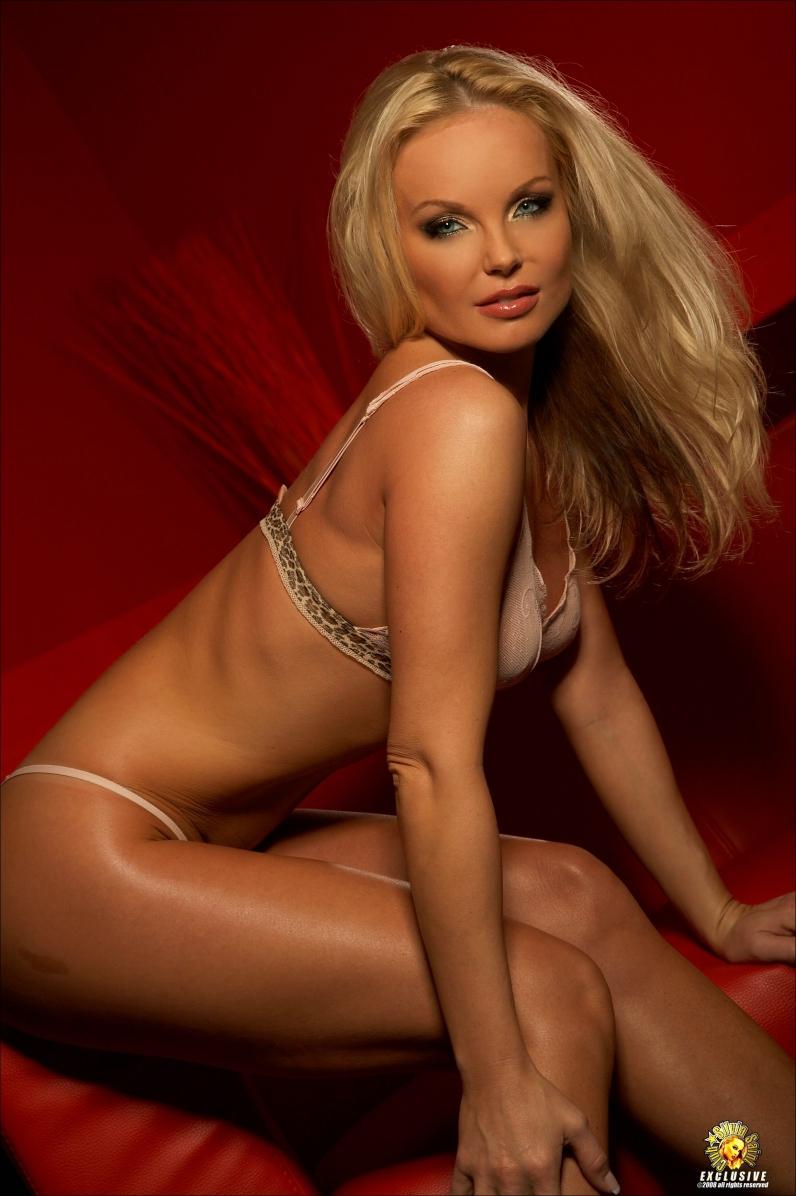 Сильвия сэйнт раннее, частные порно фото блондиночек