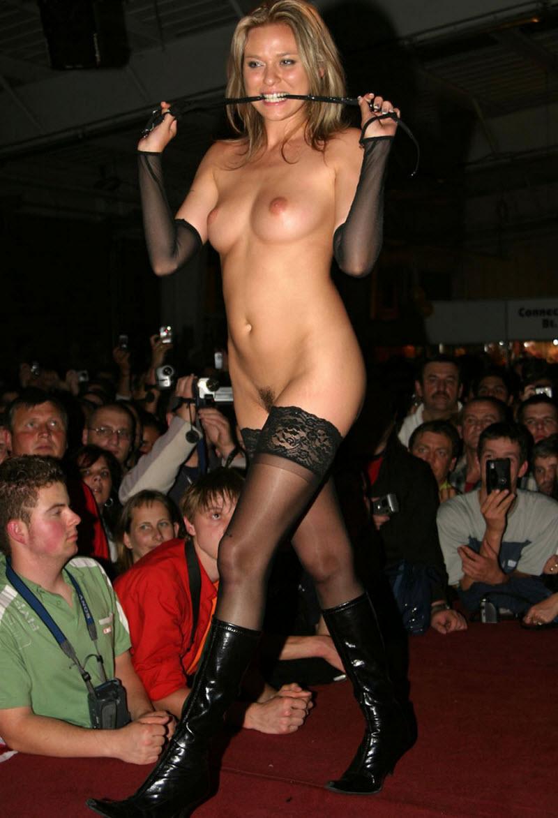 Bikini free pussy strip shows girl